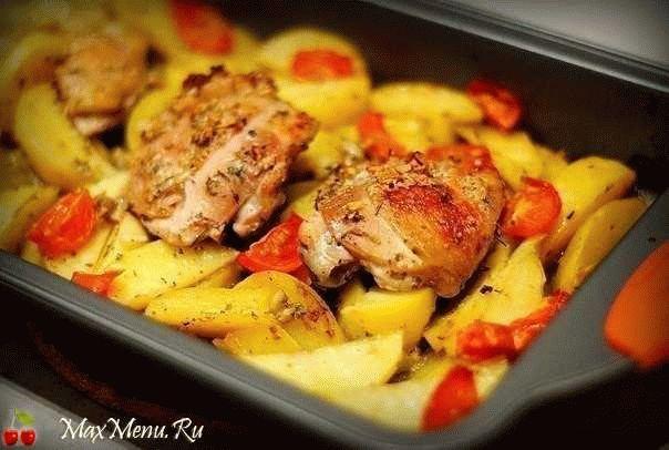 Курица, запечённая с картофелем