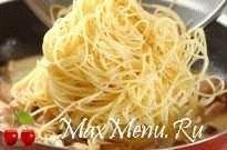 Спагетти с курицей и опятами