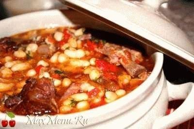 Суп с фасолью и копченными ребрышками