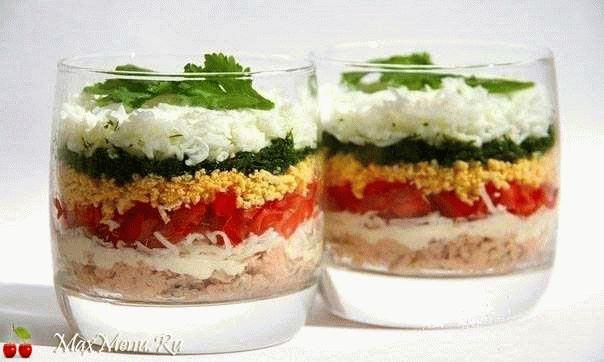Слоеный салат с курицей и яйцами