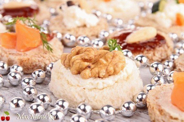 Канапе с орехами и сыром