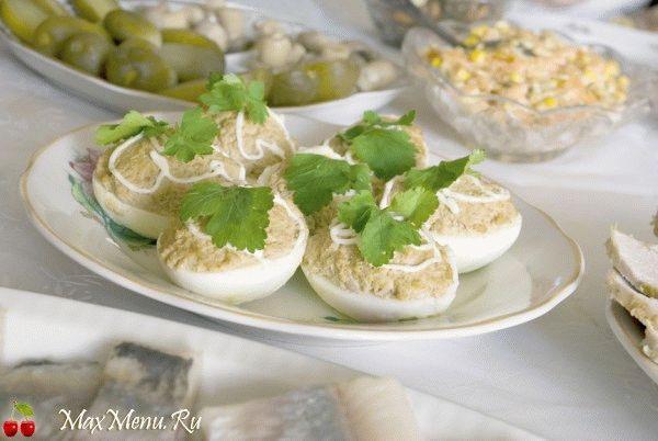 Фаршированные яйца с начинкой из куриных сердец и печени