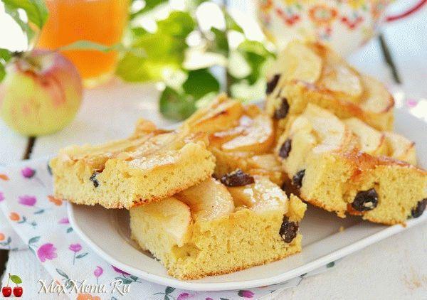 Нежный яблочный пирог с изюмом