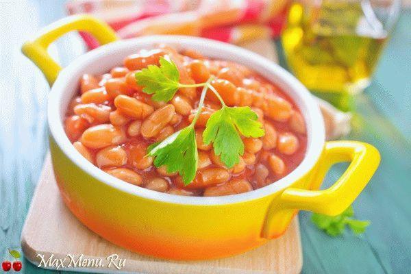 Постная фасоль в томатном соусе с чесноком