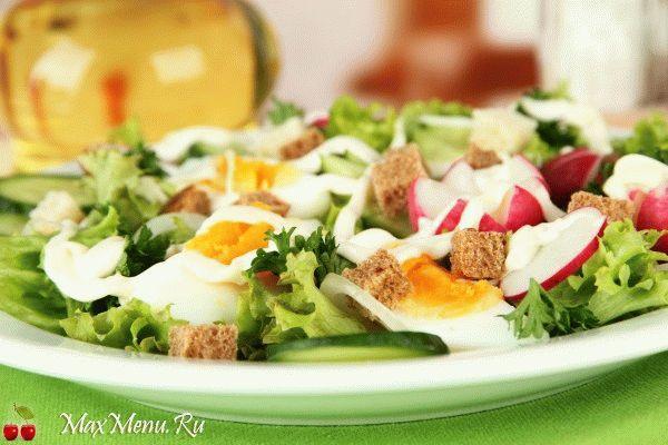 Весенний салат из яиц и редиса