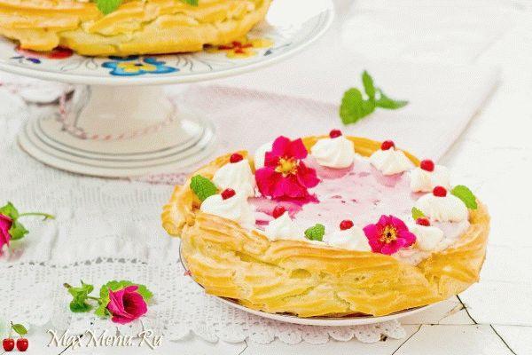 Заварной торт с ягодным кремом