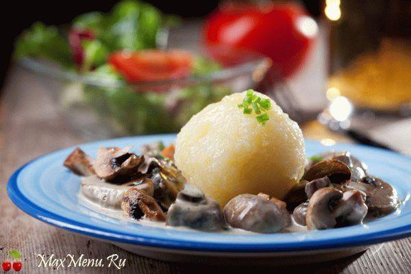 Молодой картофель с грибным соусом