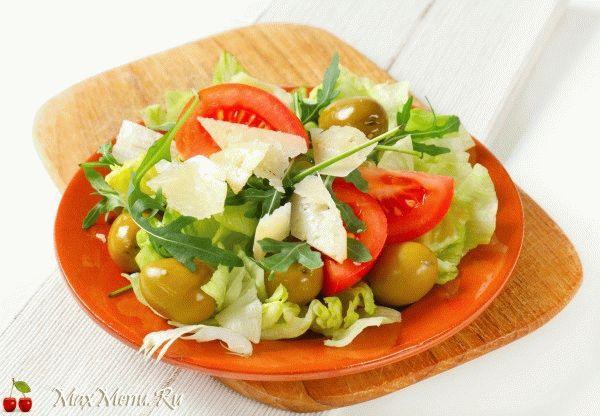 Салат с помидорами и свежей пекинской капустой