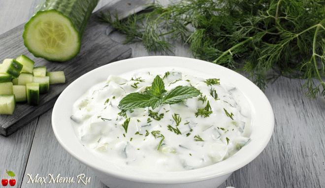ogurechnyj-salat-so-smetanoj