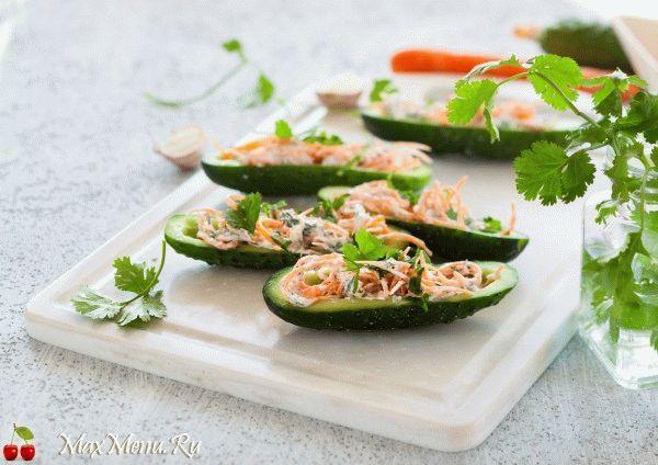 Огуречные лодочки с творогом и корейской морковью