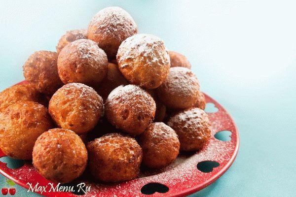 Творожные пончики с вишней