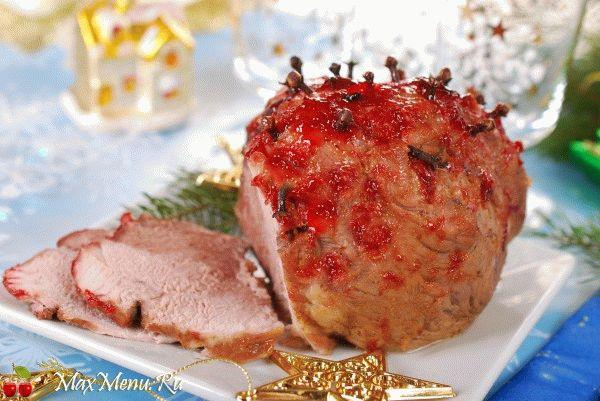 Запеченная свинина с гвоздикой