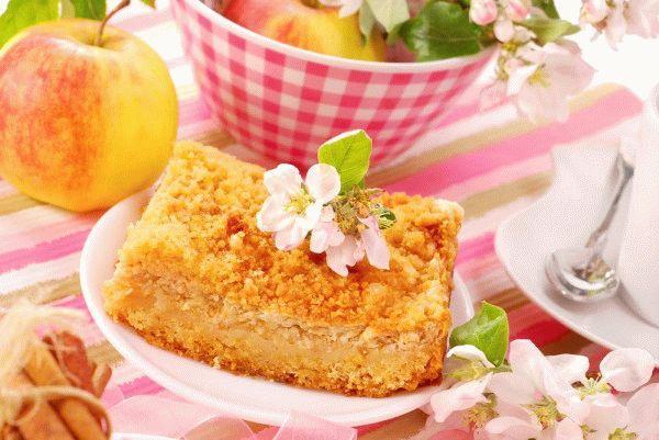 Тертый пирог с творогом и яблокам