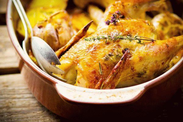 Запеченная курица с картофелем и пряностями