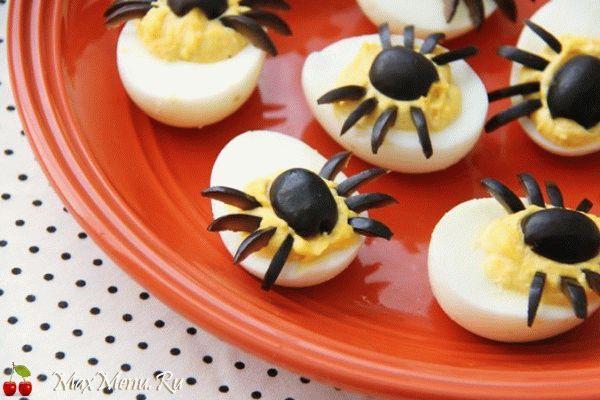 Фаршированные яйца на Хэллоуин