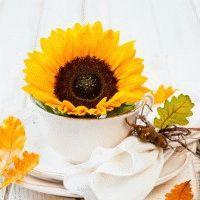 Как украсить стол осенними цветами