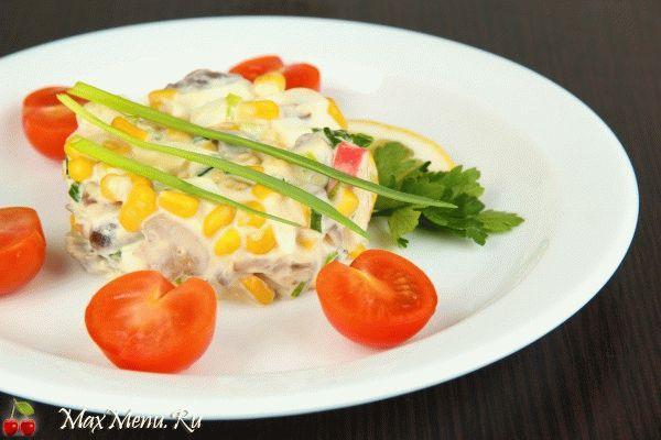Крабовый салат: рецепт с грибами