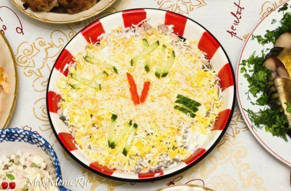 Салат с курицей «Новогодние часы»