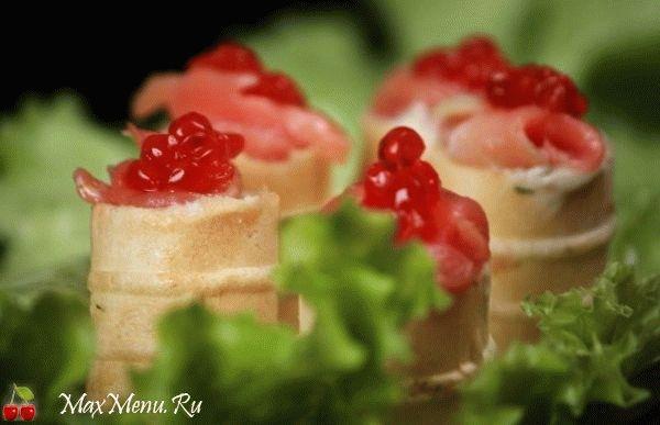 Vafelnye-korzinochki-s-krasnoj-ryboj
