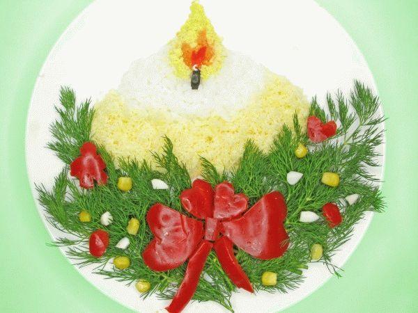 Новогодний слоеный салат с курицей