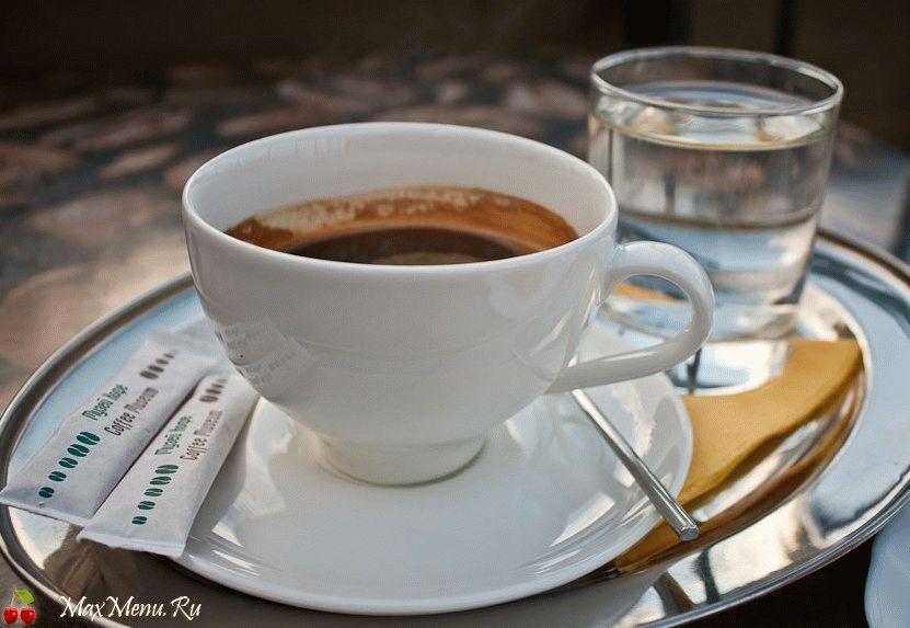 Зачем подают воду к кофе?