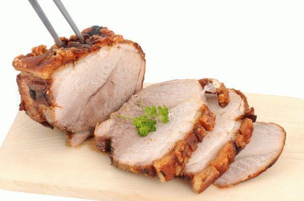 Как запечь свинину в фольге в духовке