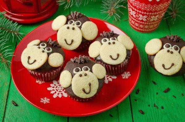 Новогодние кексы в виде обезьянок