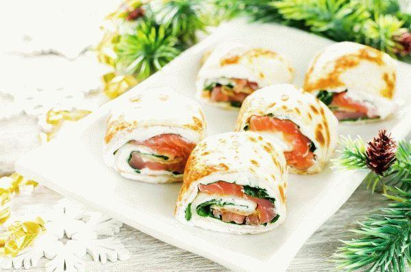 Роллы из блинов с лососем и шпинатом