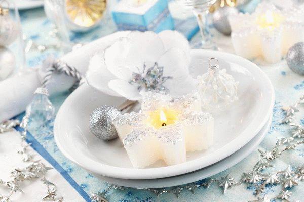 Сервировка новогоднего стола свечами