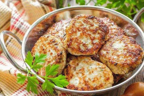 Куриные котлеты с сыром и беконом