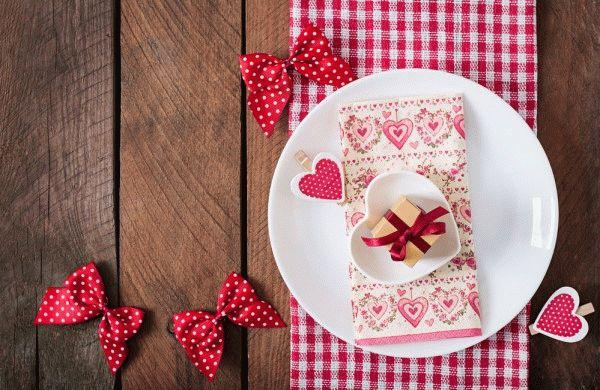 Как украсить стол на Святого Валентина