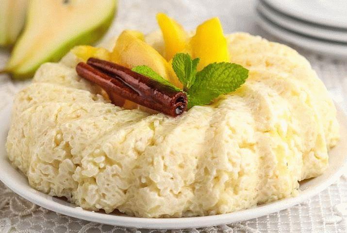 Рисовая каша на молоке с грушами
