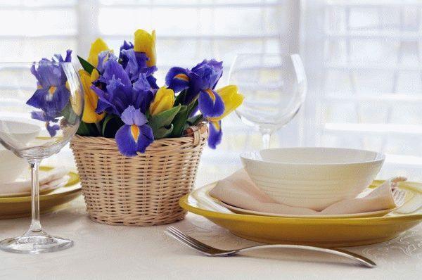 Сервировка стола на 8 марта: ТОП-10 цветочных идей