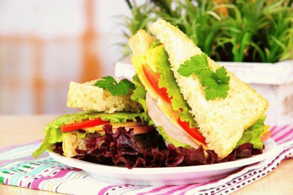 Сэндвич с ветчиной для пикника