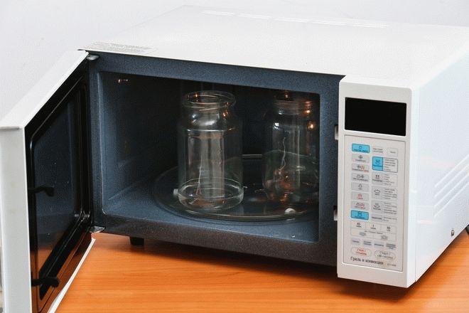 Фото3 Как стерилизовать банки в микроволновке