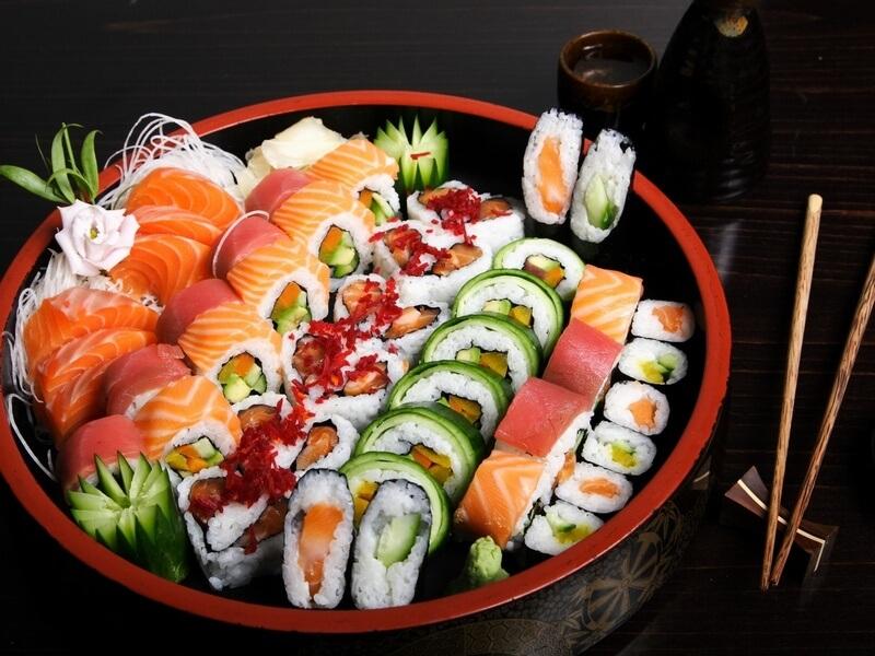 Суши и роллы – полезная мода на Японию