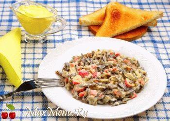 prostoj-no-vkusnyj-salat-iz-krabovyx-palochek-i-morskoj-kapusty