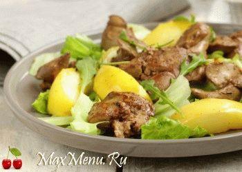teplyj-salat-iz-pecheni-i-yablok