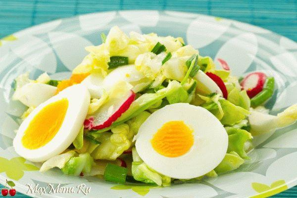 vesennij-salat-iz-kapusty-i-redisa