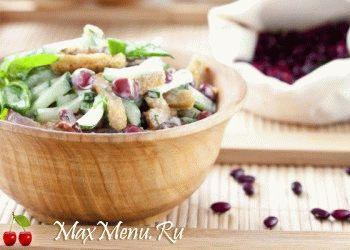 zimnij-salat-s-suxarikami-i-bekonom