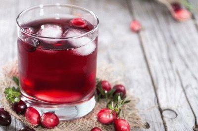 Cranberry Juice in a glass with fresh fruits